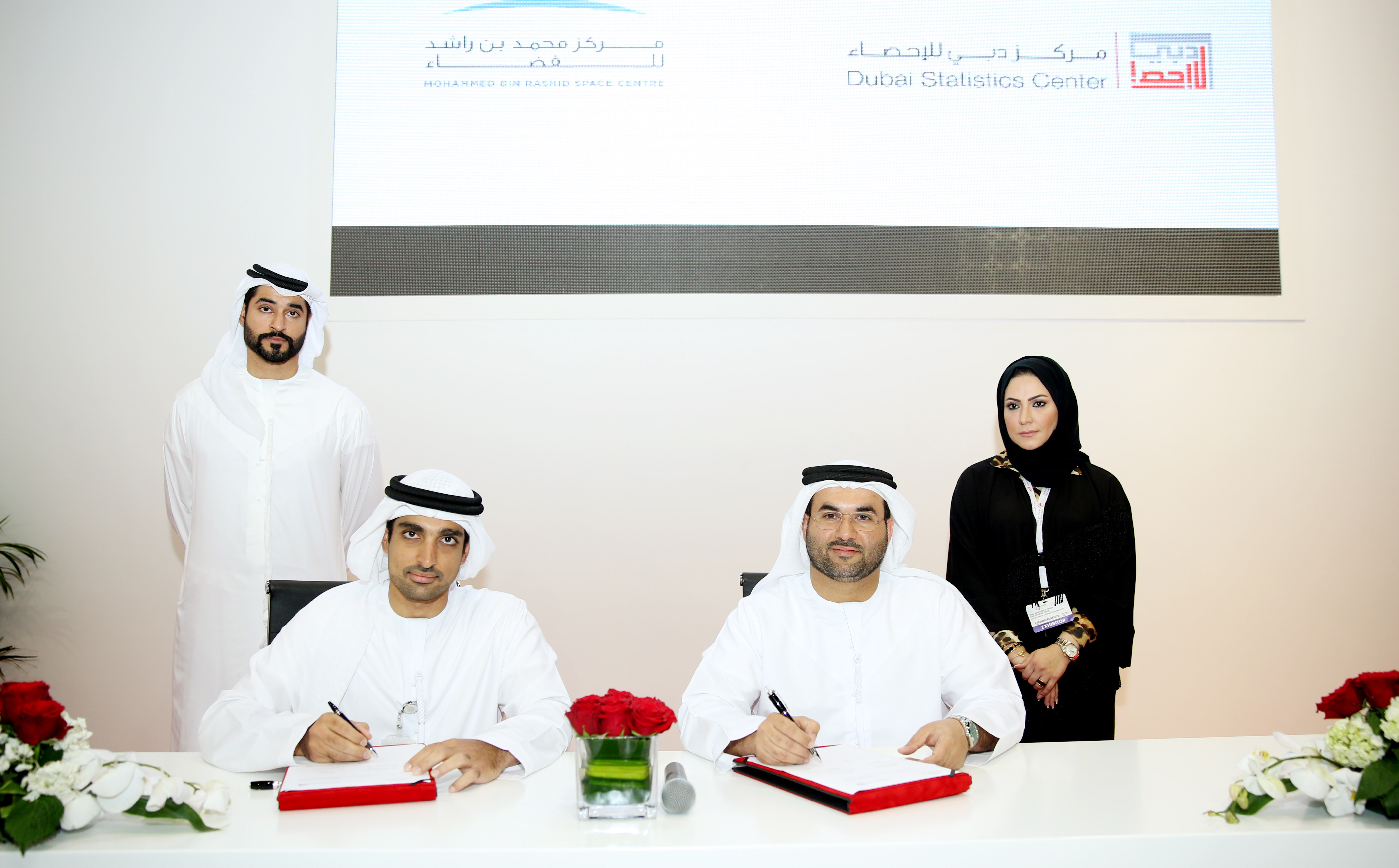Image : Ahmed Al Dashti and Omran Sharaf during signing the Memorandum of Understading in Gitex 2015